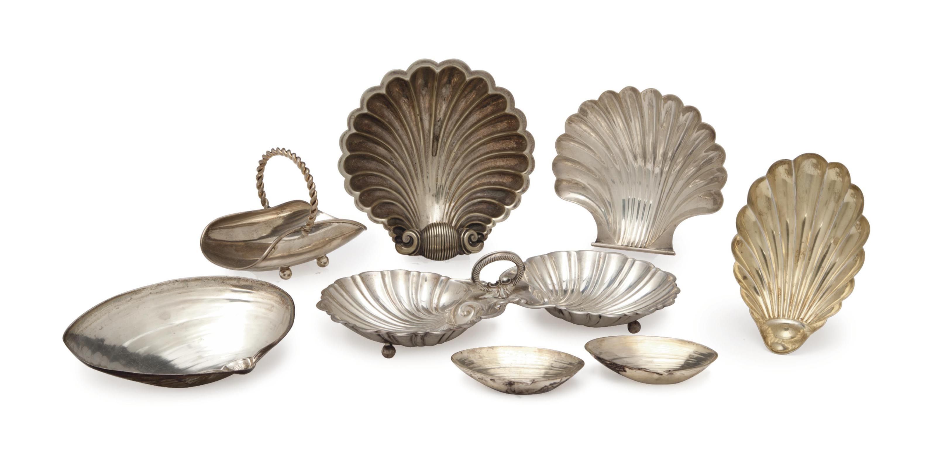 THIRTEEN AMERICAN SILVER SHELL-FORM SMALL DISHES AND A SMALL SILVER BASKET,