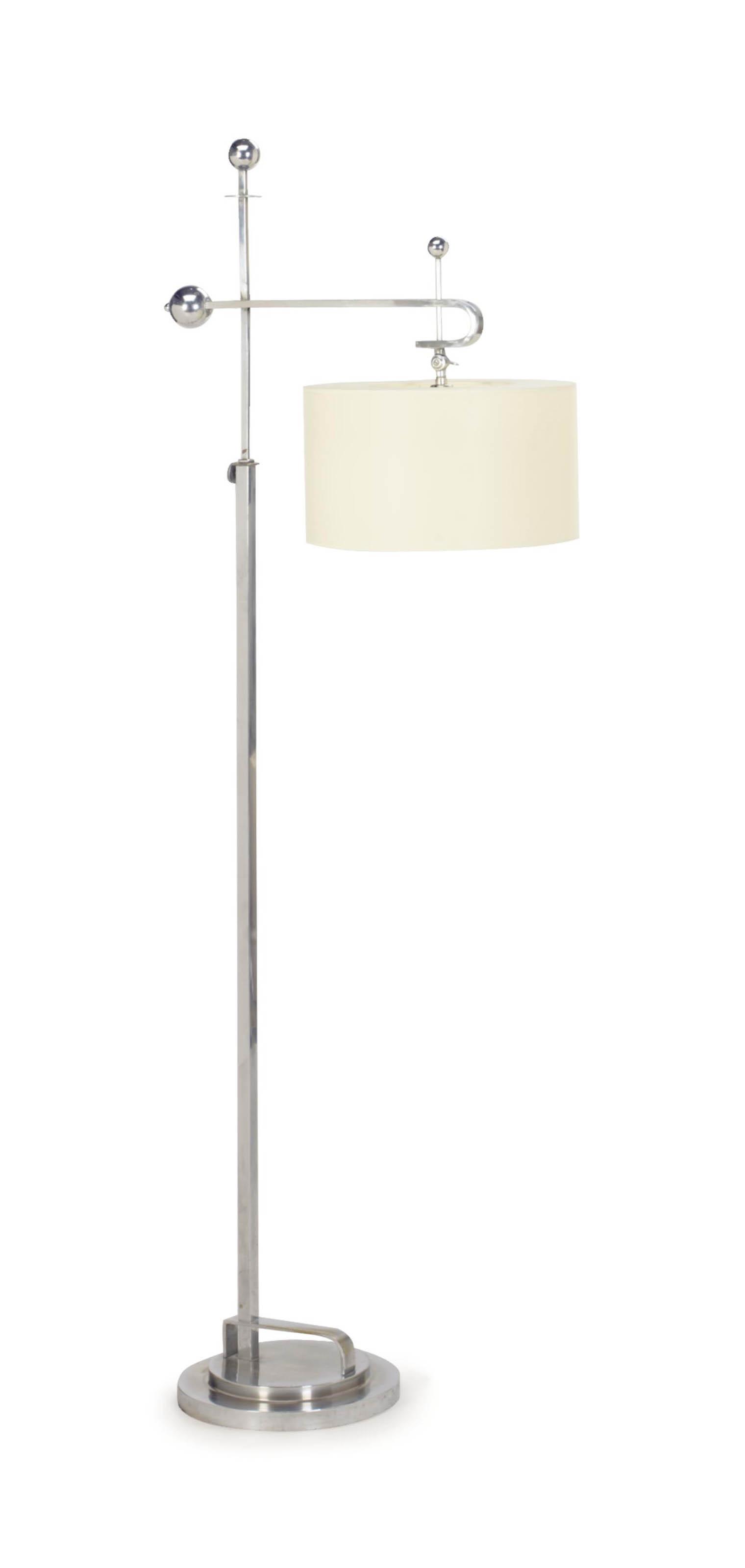 A CHROMED-METAL ADJUSTABLE FLOOR LAMP,