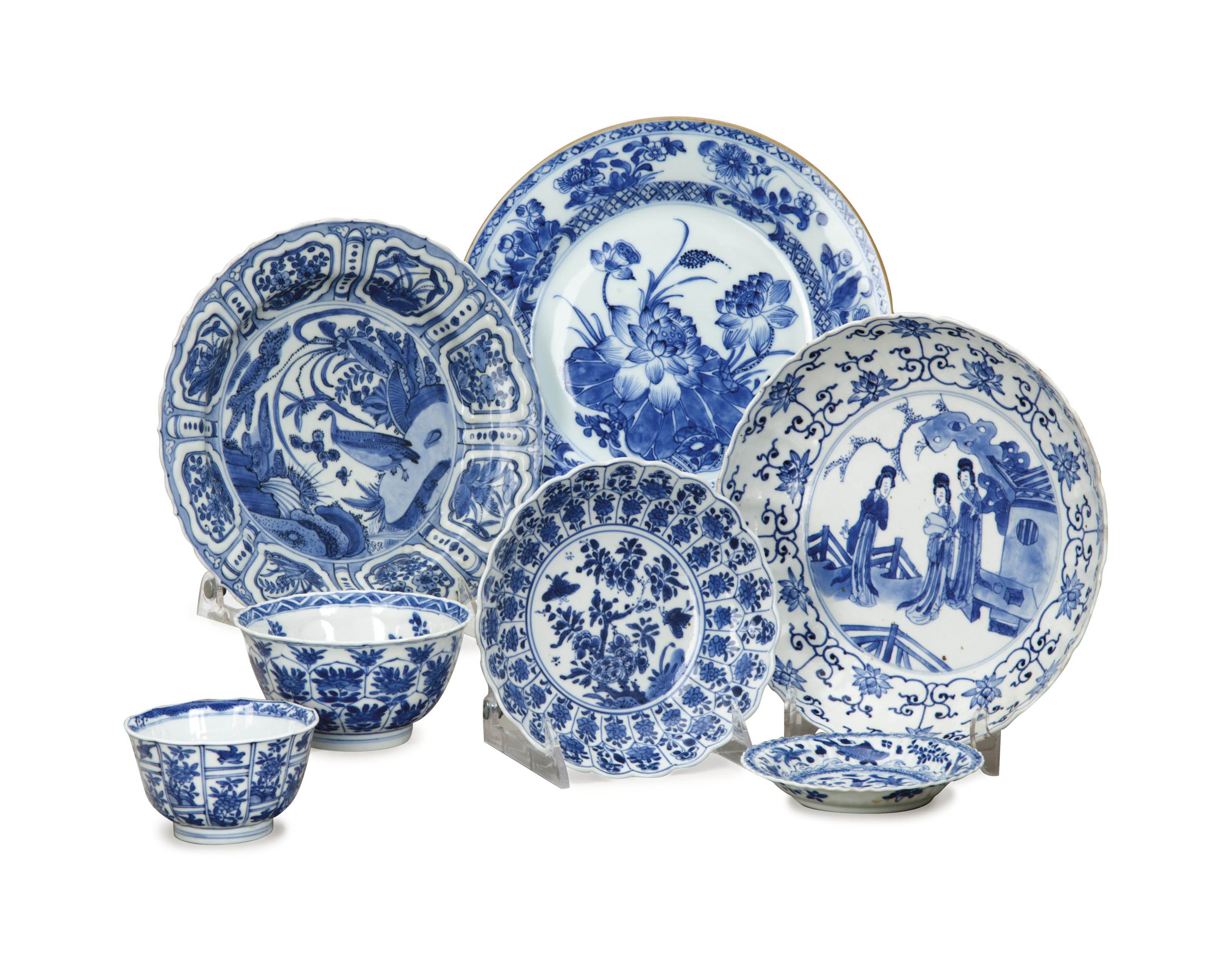 A GROUP OF CHINESE AND CHINESE EXPORT BLUE AND WHITE WARES,