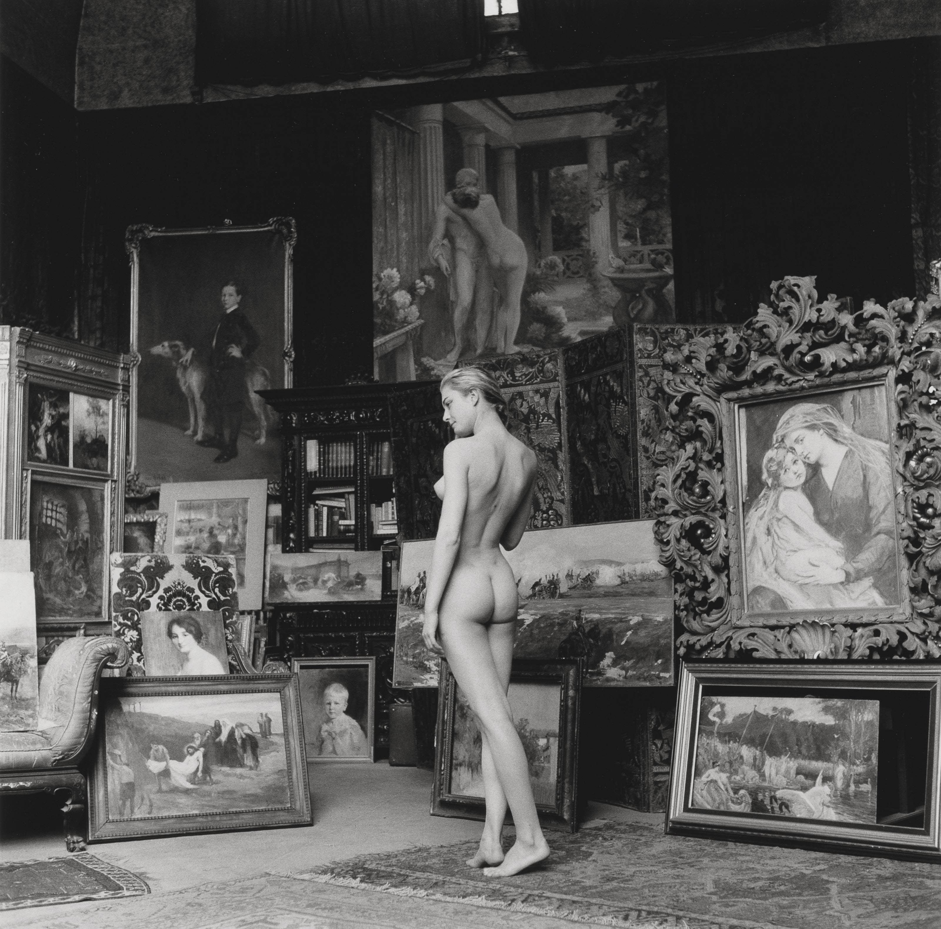 Nu Pompier, 1956