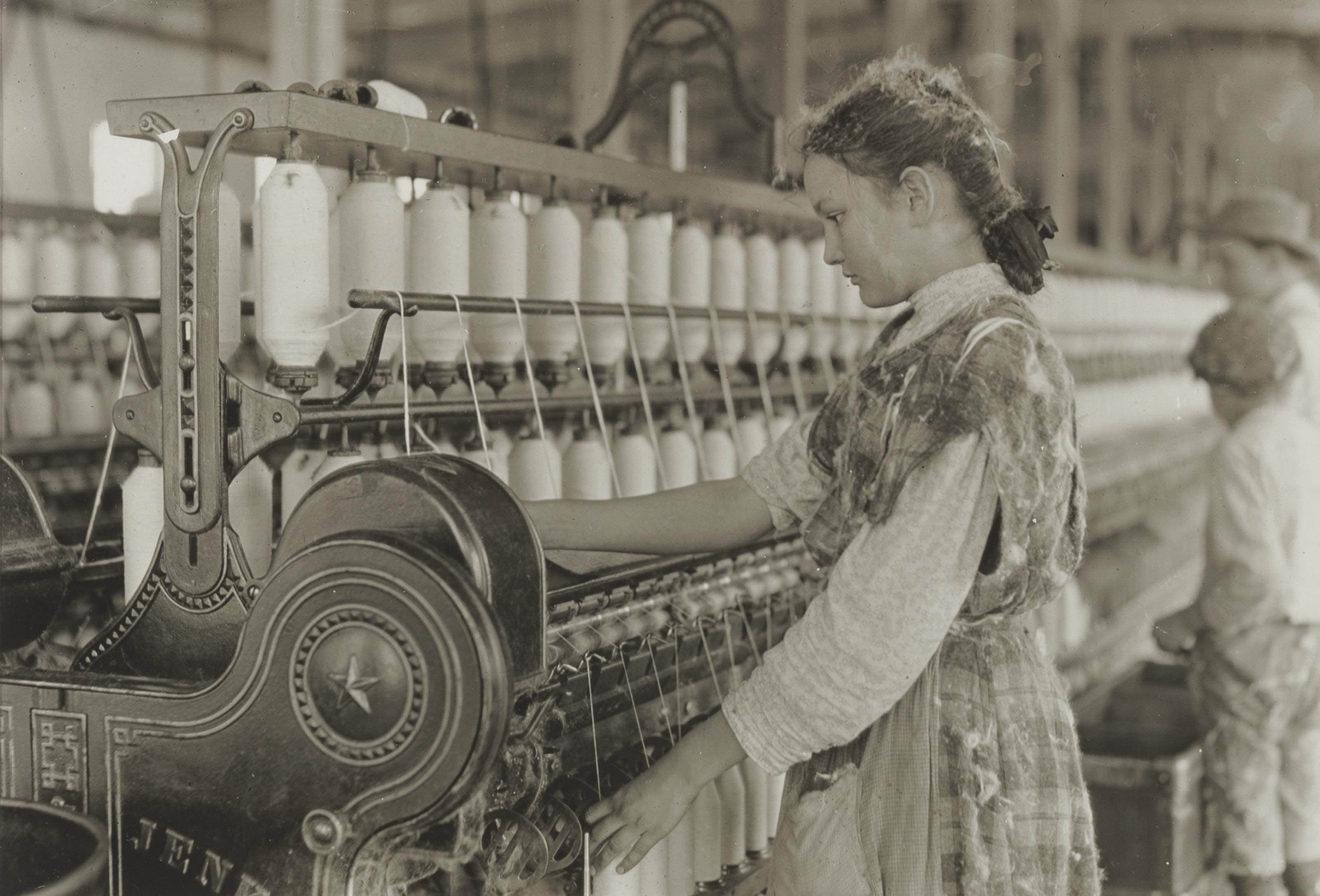 Spinner in cotton mill, 1908