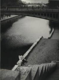 Couple kissing under the Pont au Double, Paris, c. 1935