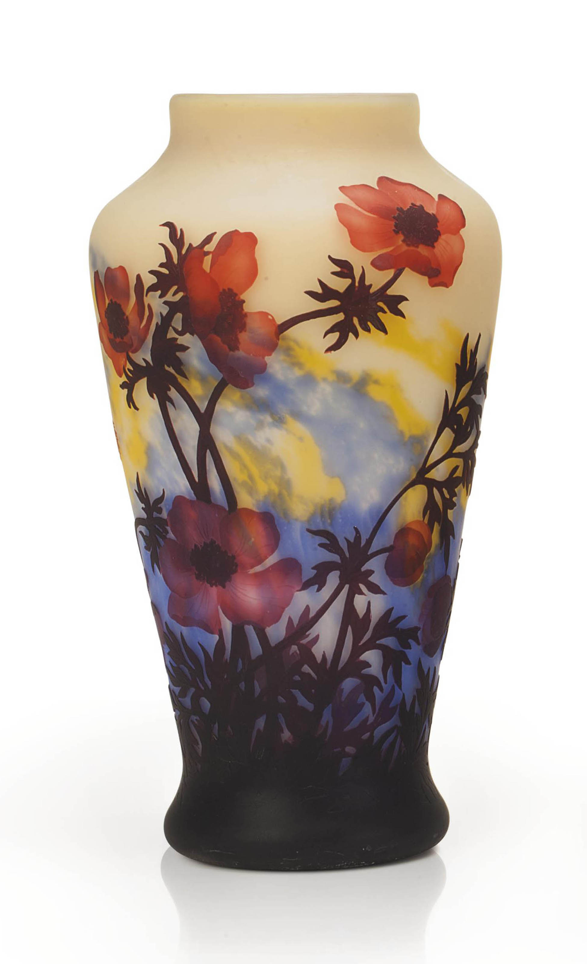 A LARGE FRENCH 'POPPY' WHEEL-CARVED CAMEO GLASS VASE