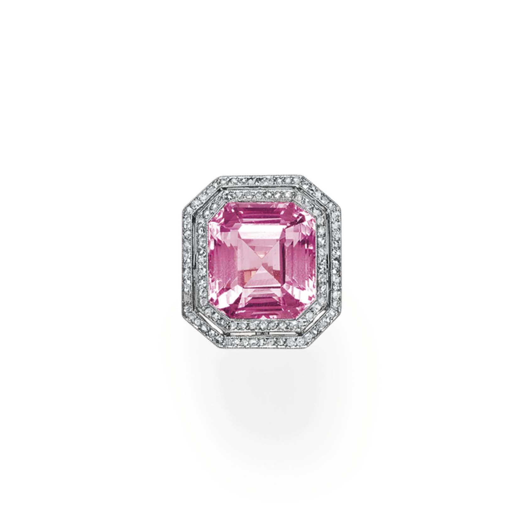 A MORGANITE AND DIAMOND RING