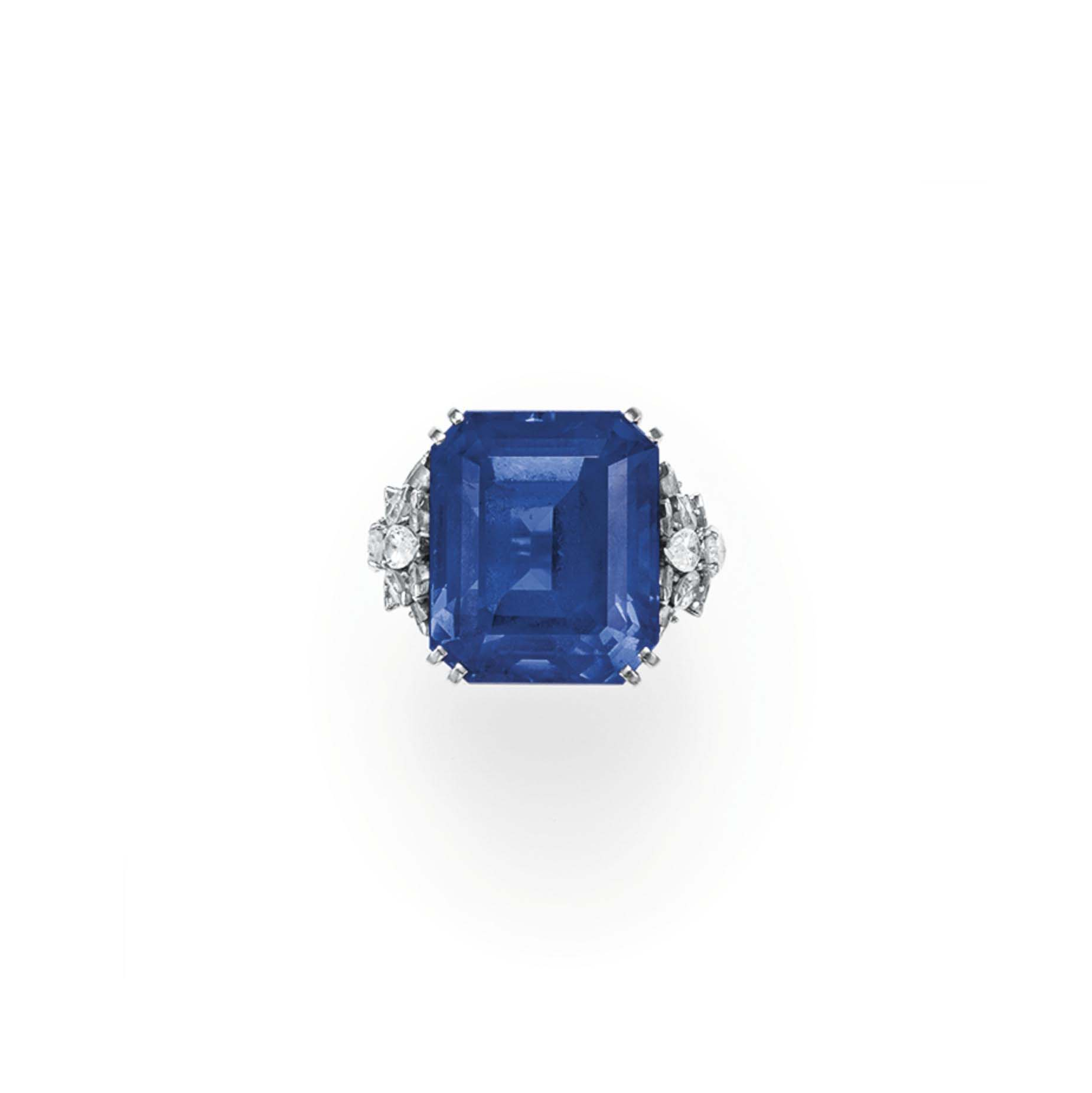 AN IMPRESSIVE SAPPHIRE AND DIAMOND RING