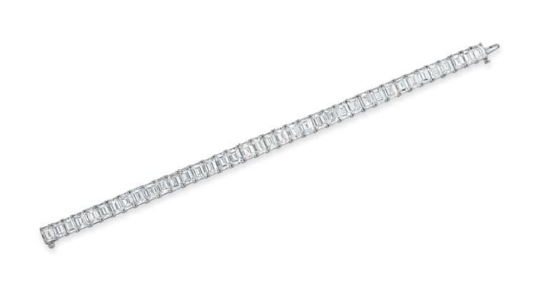 A DIAMOND LINE BRACELET, BY HA