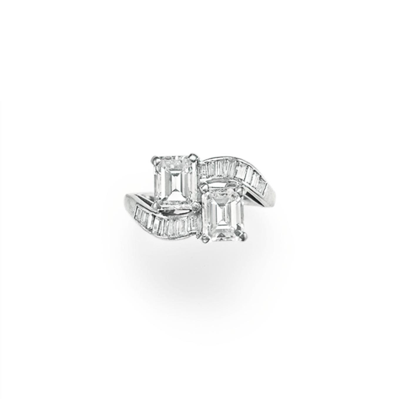 A DIAMOND TWIN-STONE RING