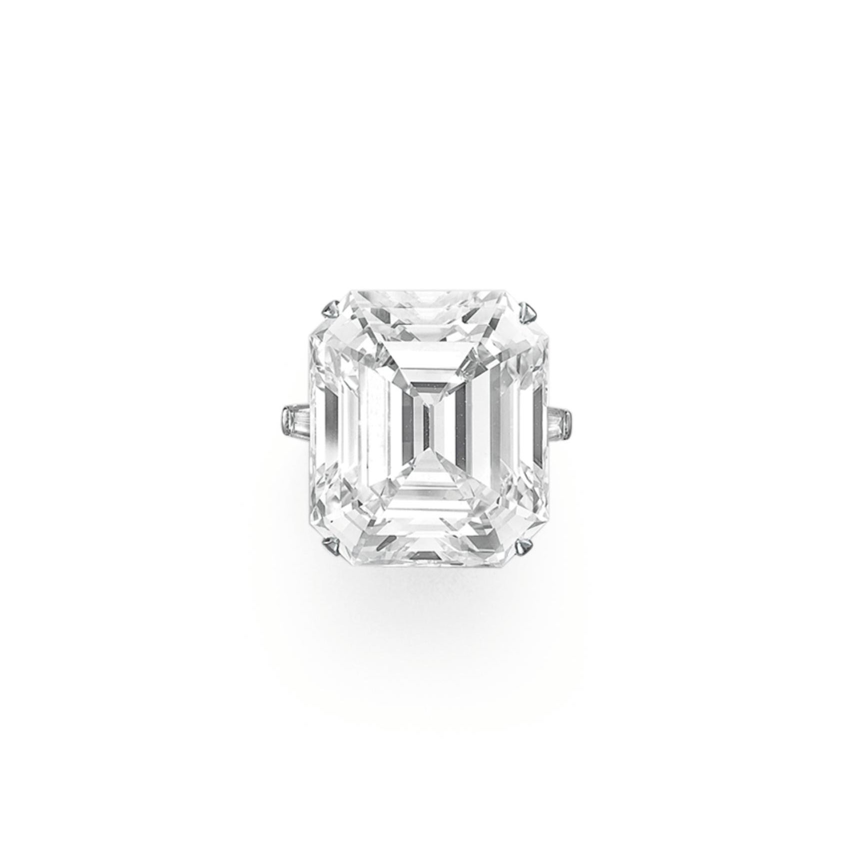 A MAGNIFICENT DIAMOND RING, BY GRAFF