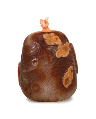 A LARGE CHINESE CARVED AGATE J