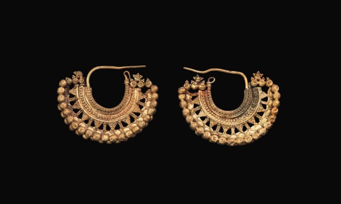 A PAIR OF NABATEAN GOLD EARRIN