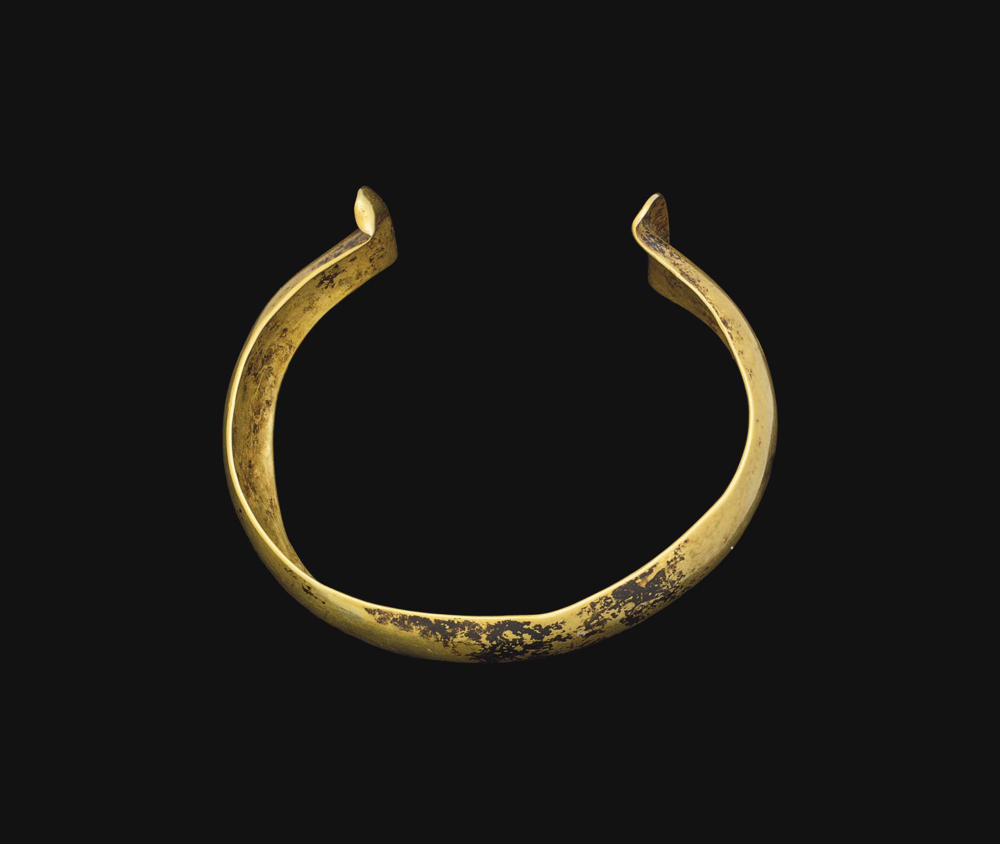 A EUROPEAN GOLD BRACELET