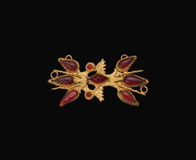 A ROMAN GOLD AND GARNET WINGED
