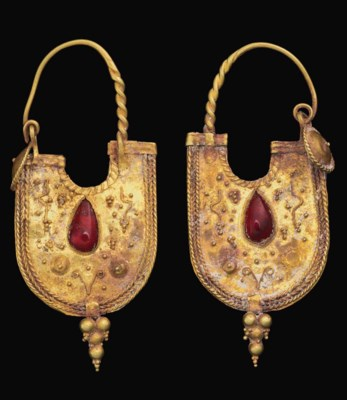 A PAIR OF EASTERN ROMAN GOLD A