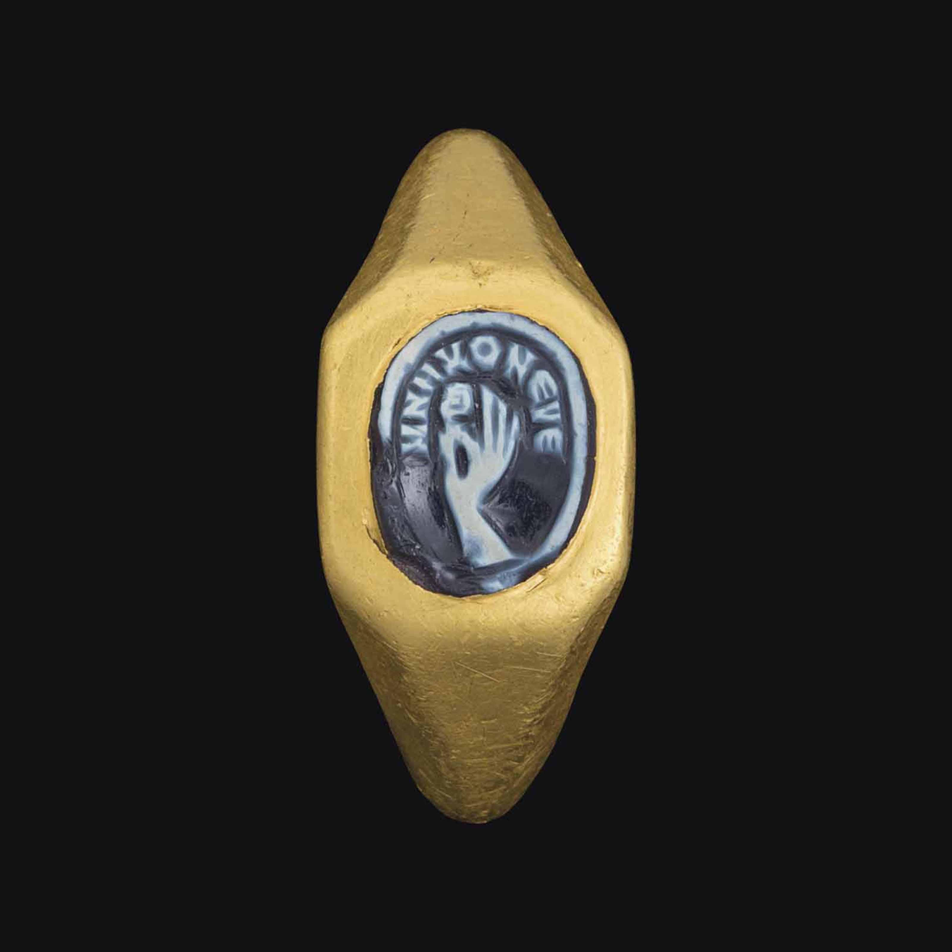 A ROMAN GOLD AND ONYX CAMEO FI