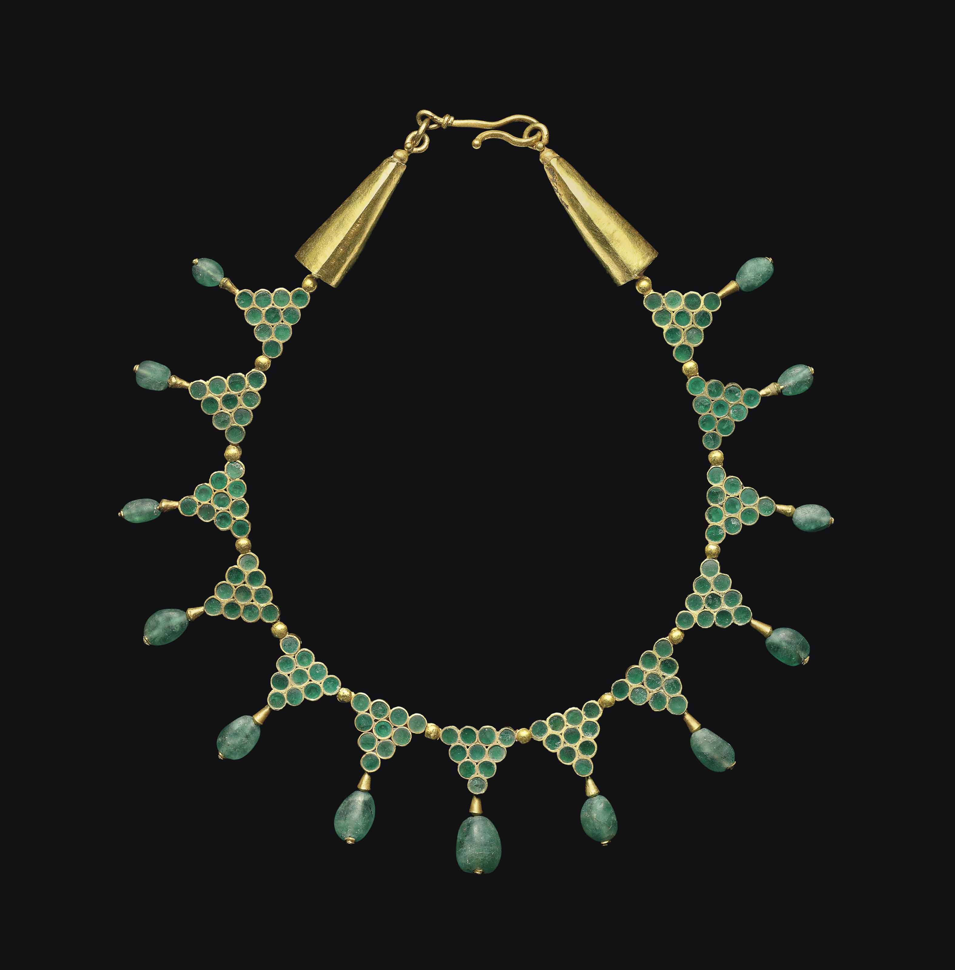 A BYZANTINE GOLD AND EMERALD N