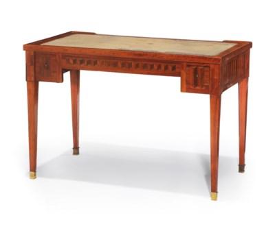 TABLE A JEUX D'EPOQUE LOUIS XV