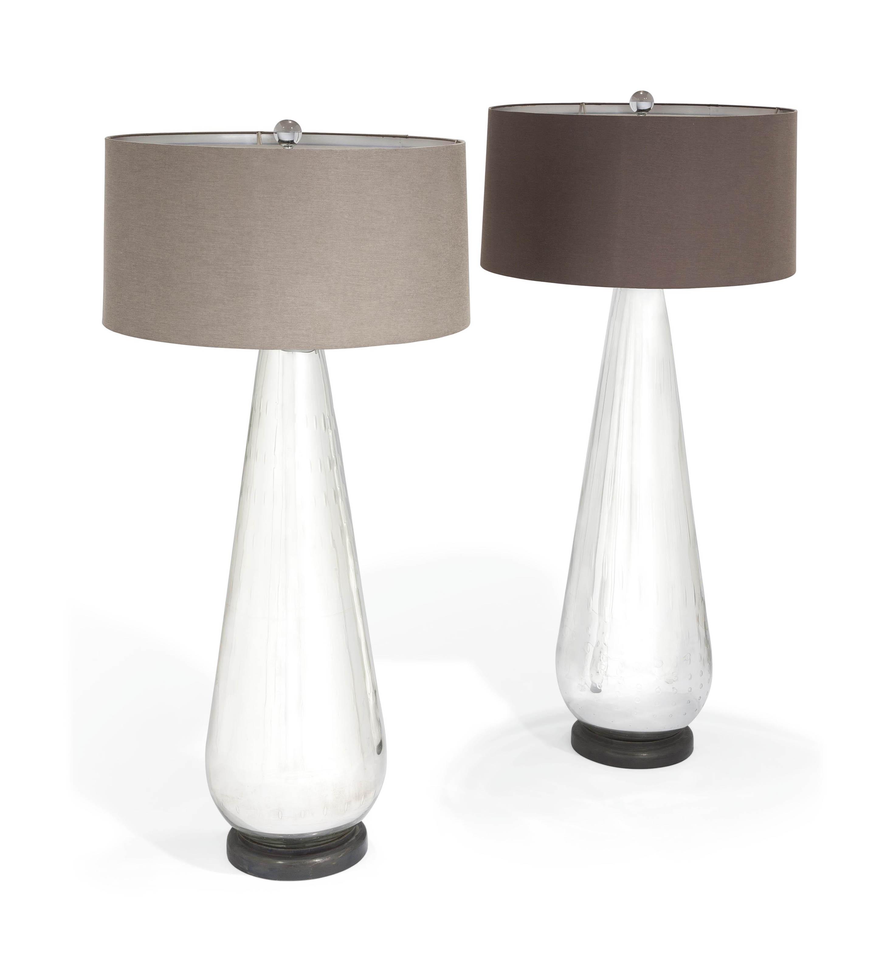 TRAVAIL MODERNE   PAIRE DE LAMPES DE PARQUET PIRIFORMES ...
