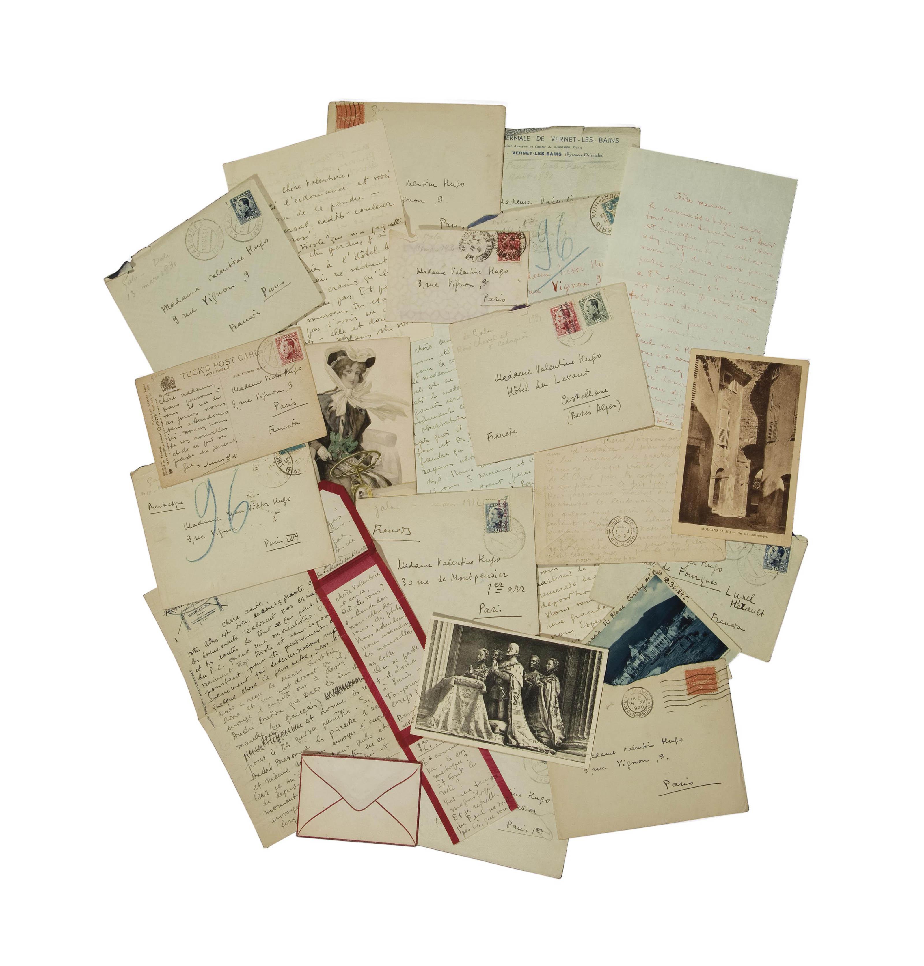 DALI, Gala (1894-1982). 23 lettres et cartes postales autographes signées adressées à Valentine Hugo, la plupart avec enveloppes. Sans date, entre 1930 et 1932 d'après les cachets postaux.