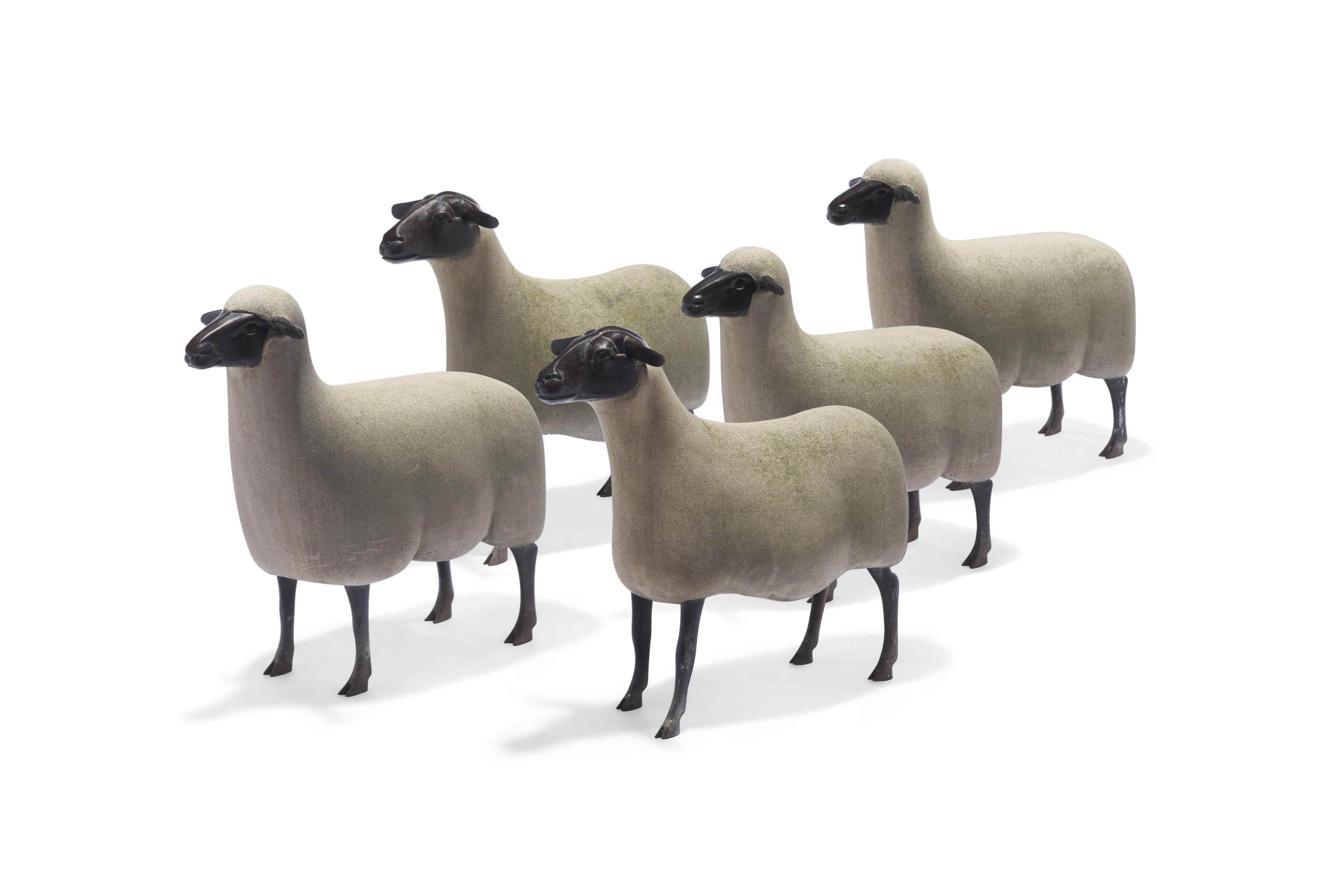 Troupeau de trois moutons de pierre et deux transhumants