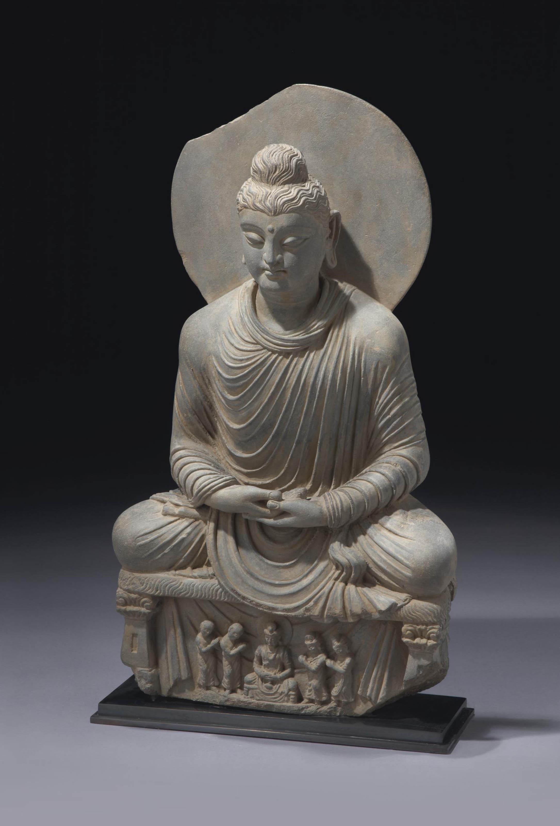 rare statue de bouddha shakyamuni en schiste gris. Black Bedroom Furniture Sets. Home Design Ideas