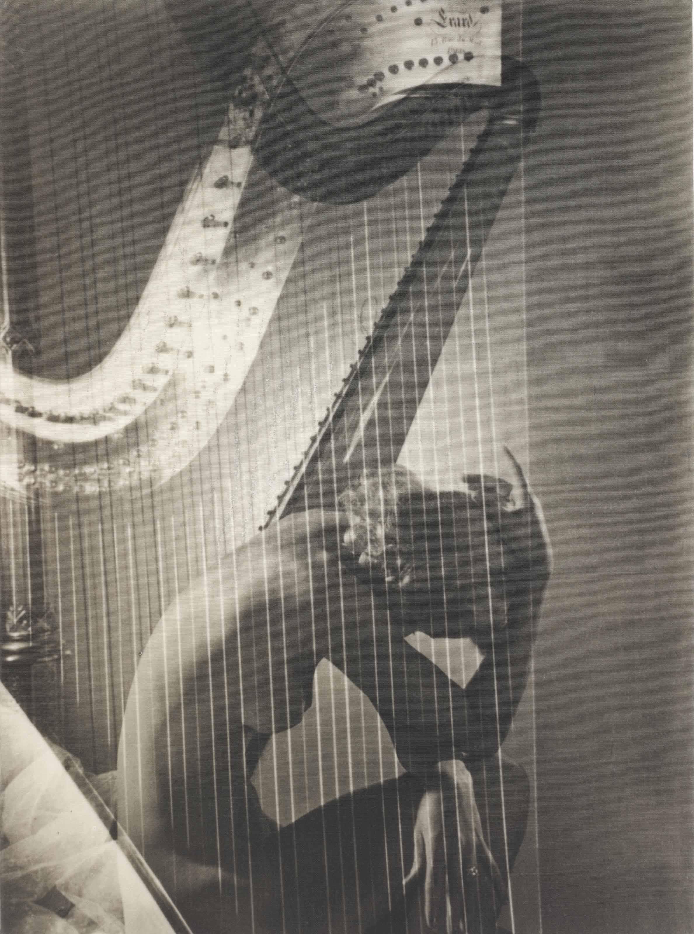 Lisa with harp, 1939