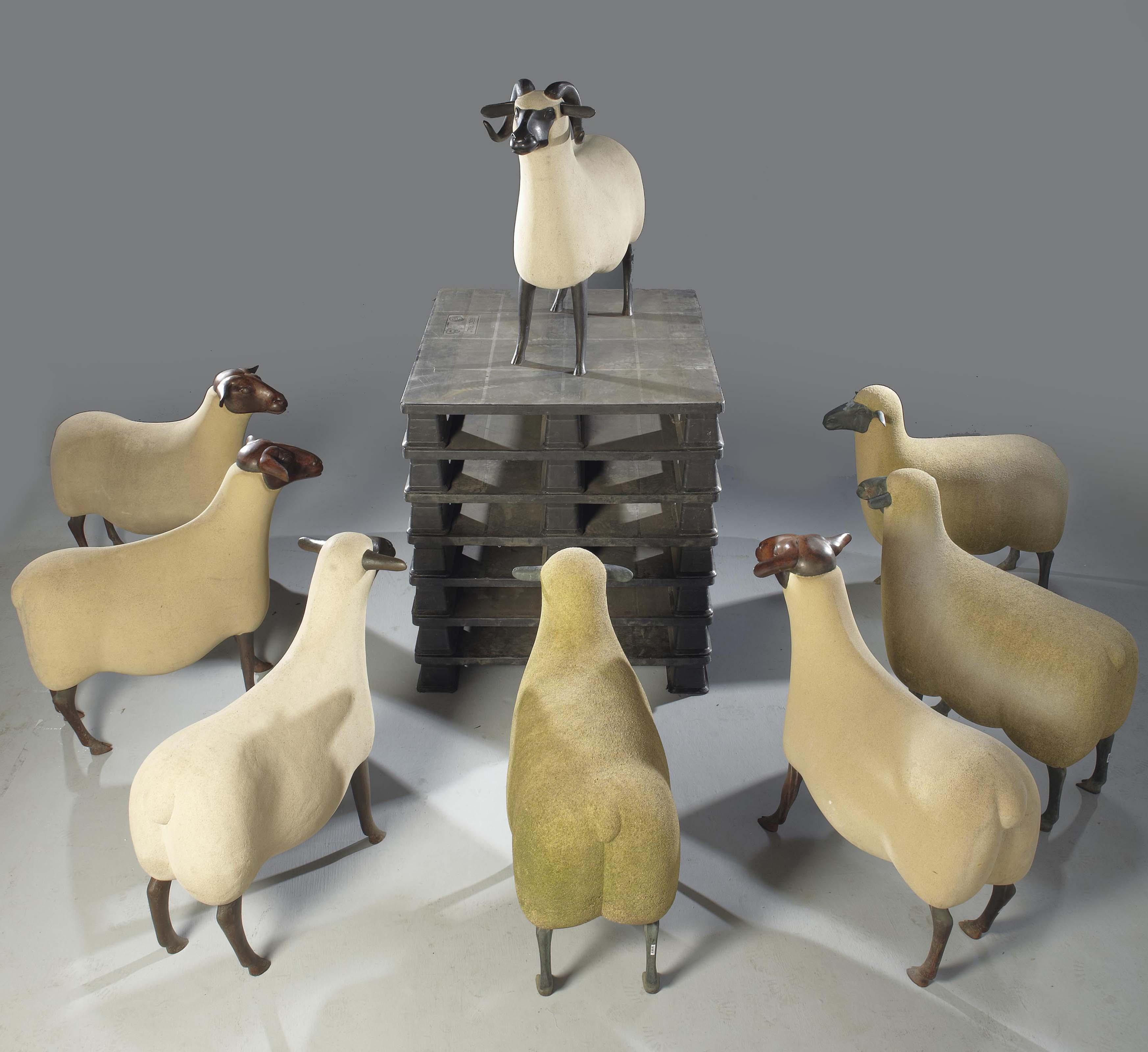 Troupeau de trois moutons de pierre, une brebis, un bélier et trois transhumants