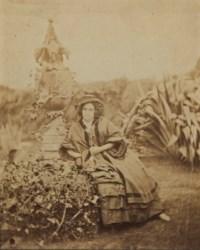 Madame Victor Hugo à Guernesey dans le jardin des aloès, vers 1860