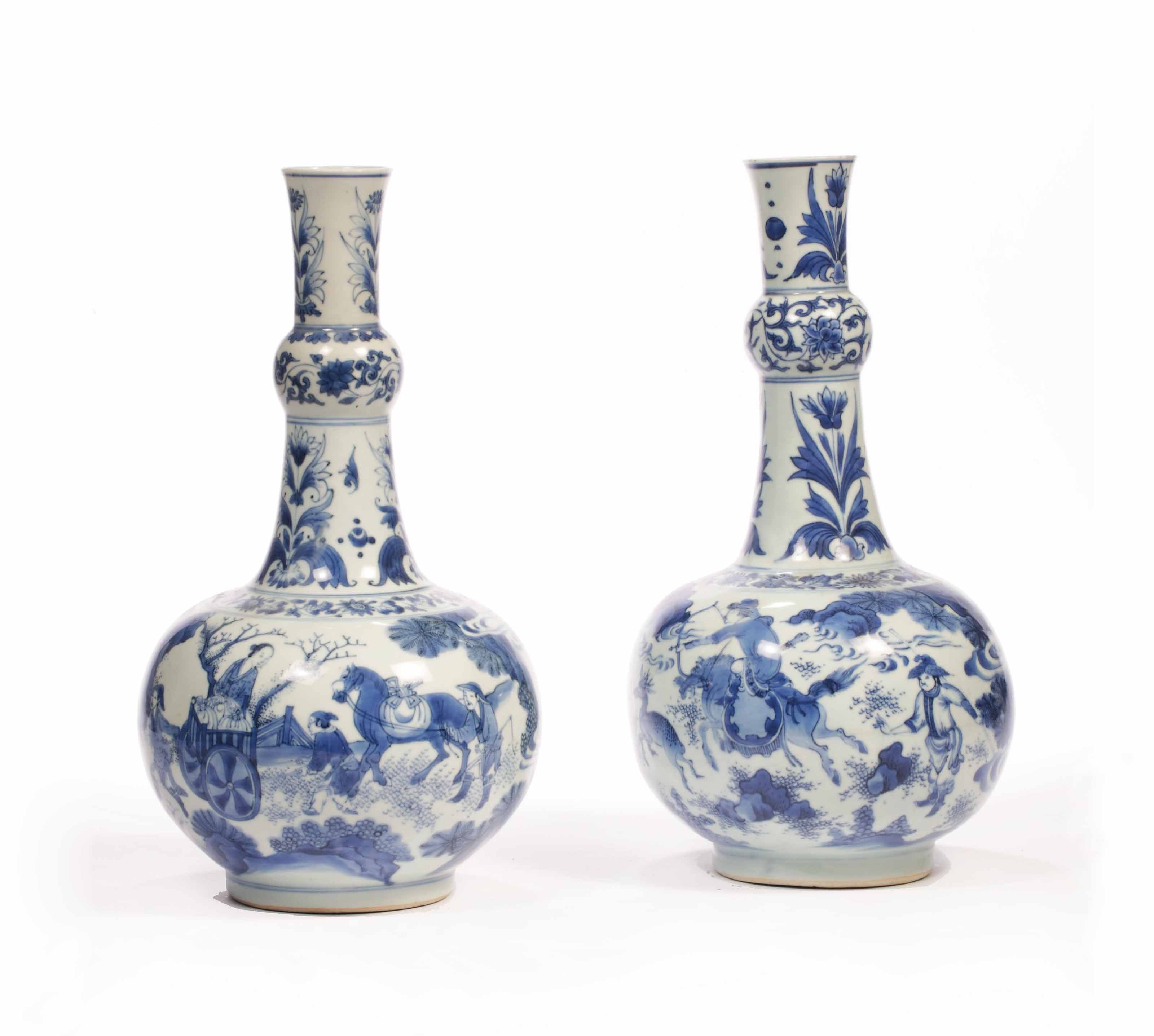 two chinese transitional blue and white garlic neck bottle vases