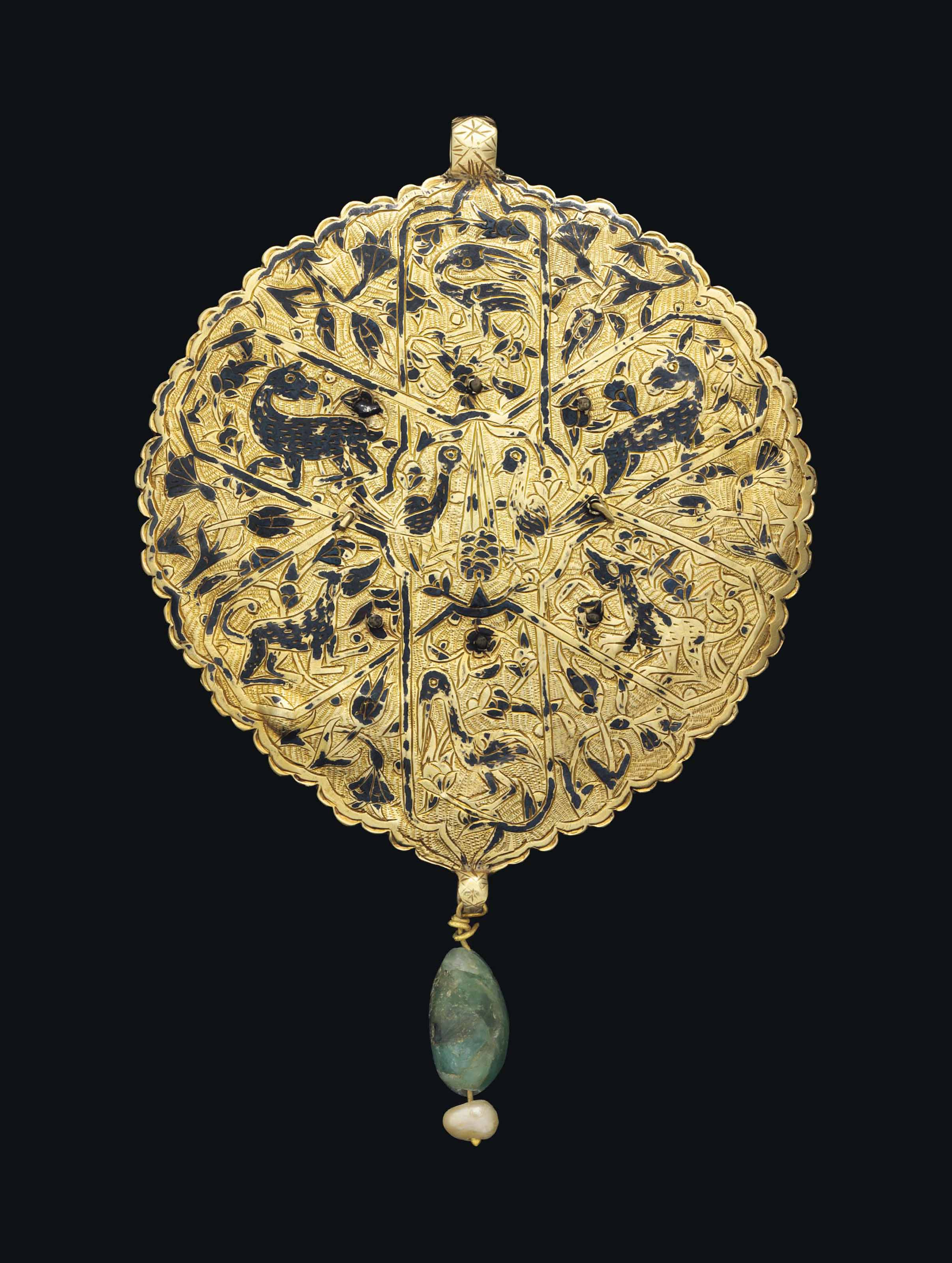 AN OTTOMAN HARDSTONE INSET AND NIELLOED GOLD PENDANT