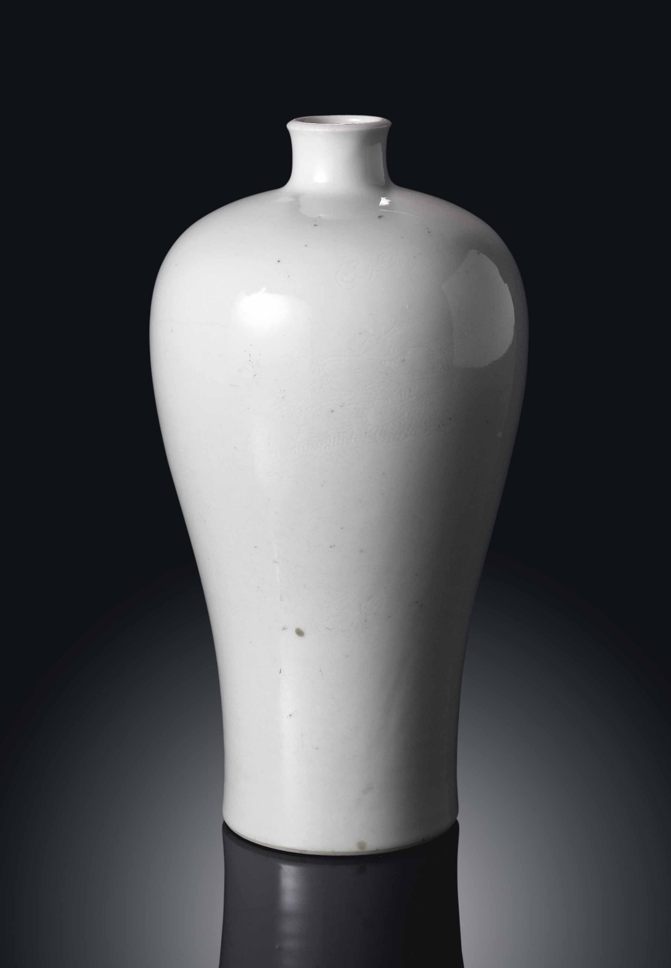 AN UNUSUAL WHITE-GLAZED ANHUA-DECORATED VASE, MEIPING
