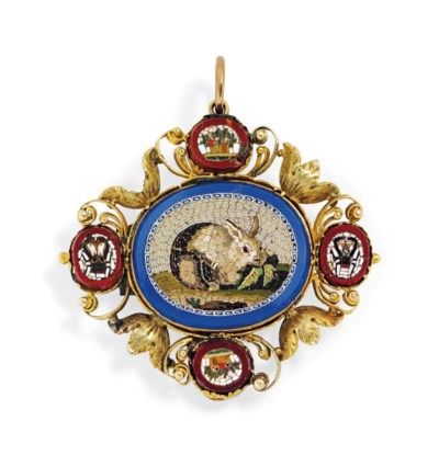 A GOLD BROOCH SET WITH A GROUP