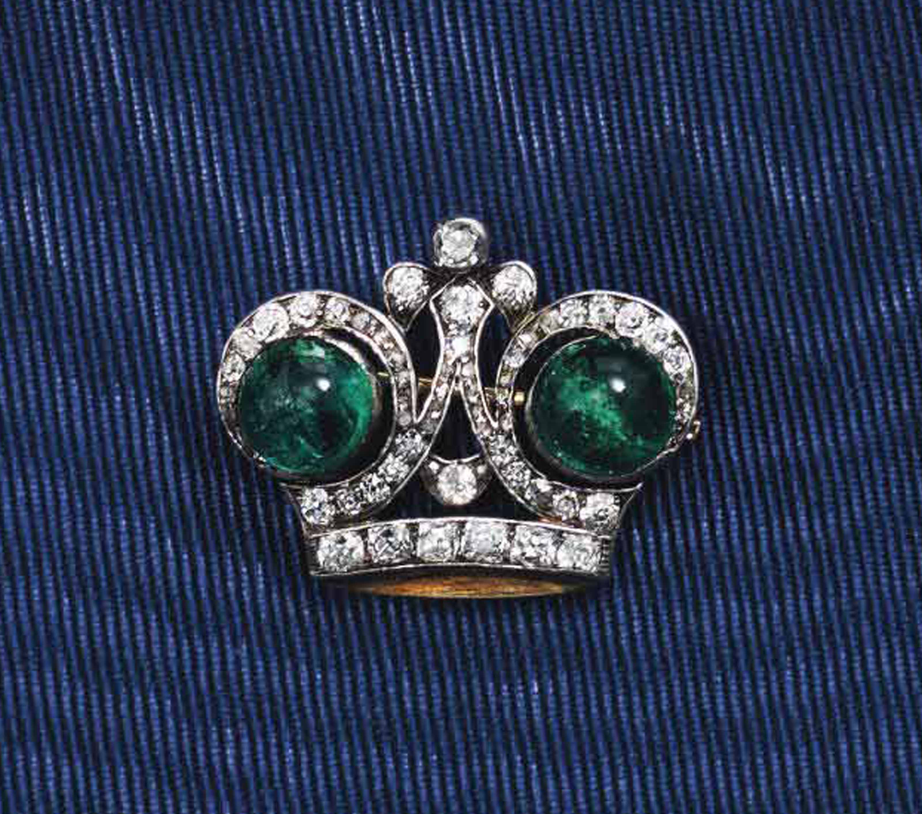 A GOLD AND SILVER-MOUNTED DIAMOND AND EMERALD IMPERIAL PRESENTATION BROOCH