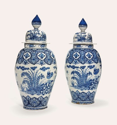 A LARGE PAIR OF DUTCH DELFT BL
