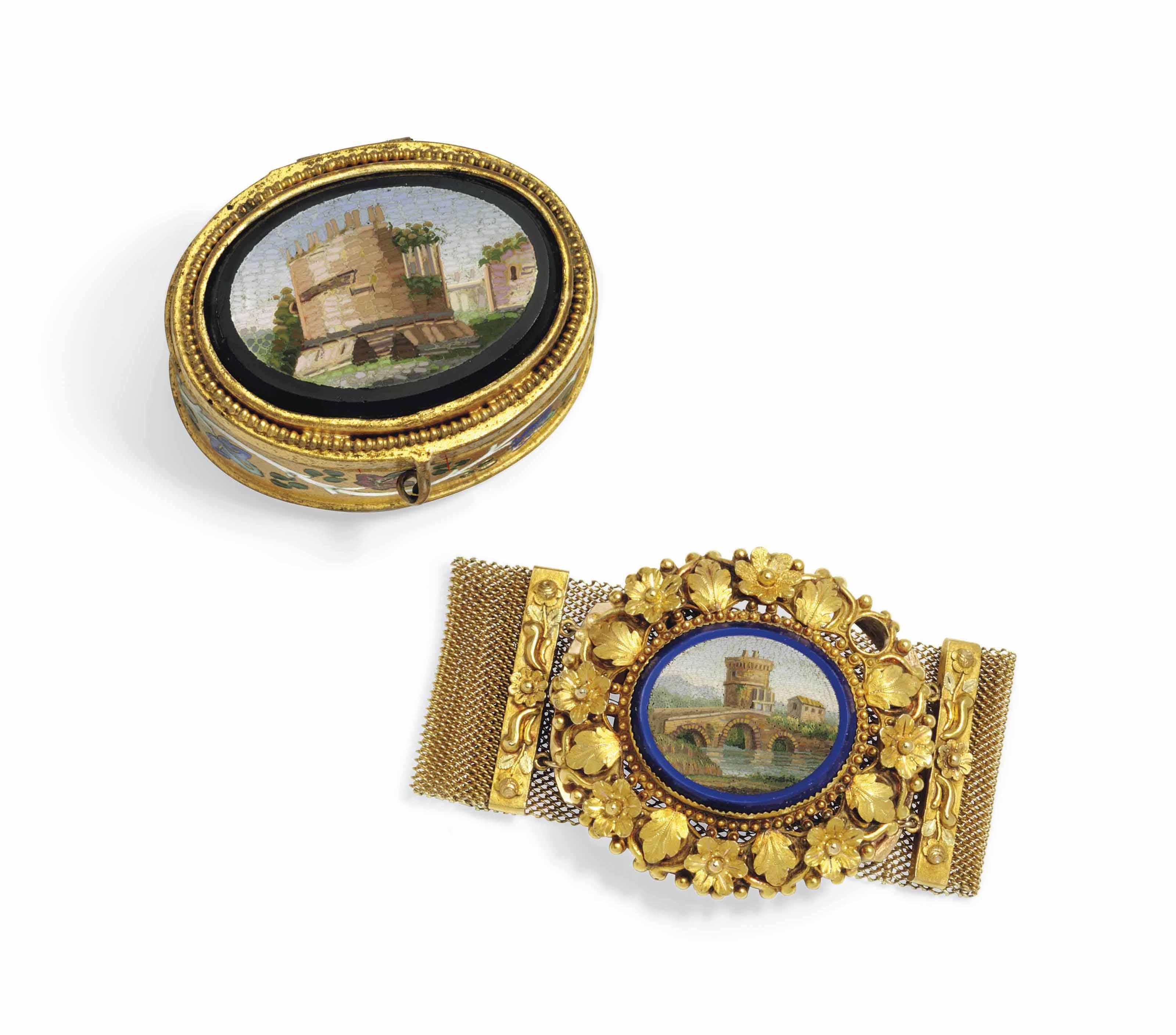 AN ITALIAN GOLD BRACELET SET W