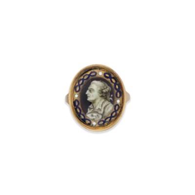 A GEORGE III GOLD MOUNTED MINI