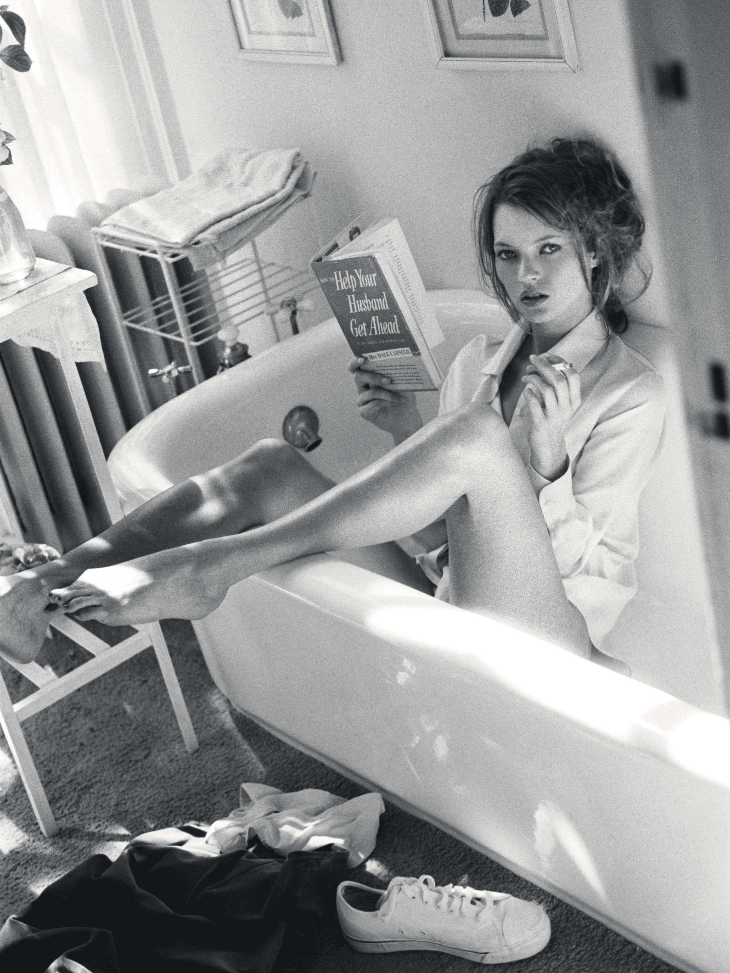 Kate Moss reading in bathtub, Glen Cove, NY, for Italian Vogue, December 1995