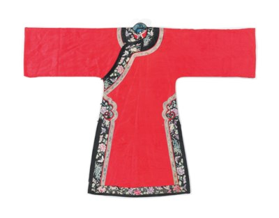 A LADY'S INFORMAL CHINESE ROBE