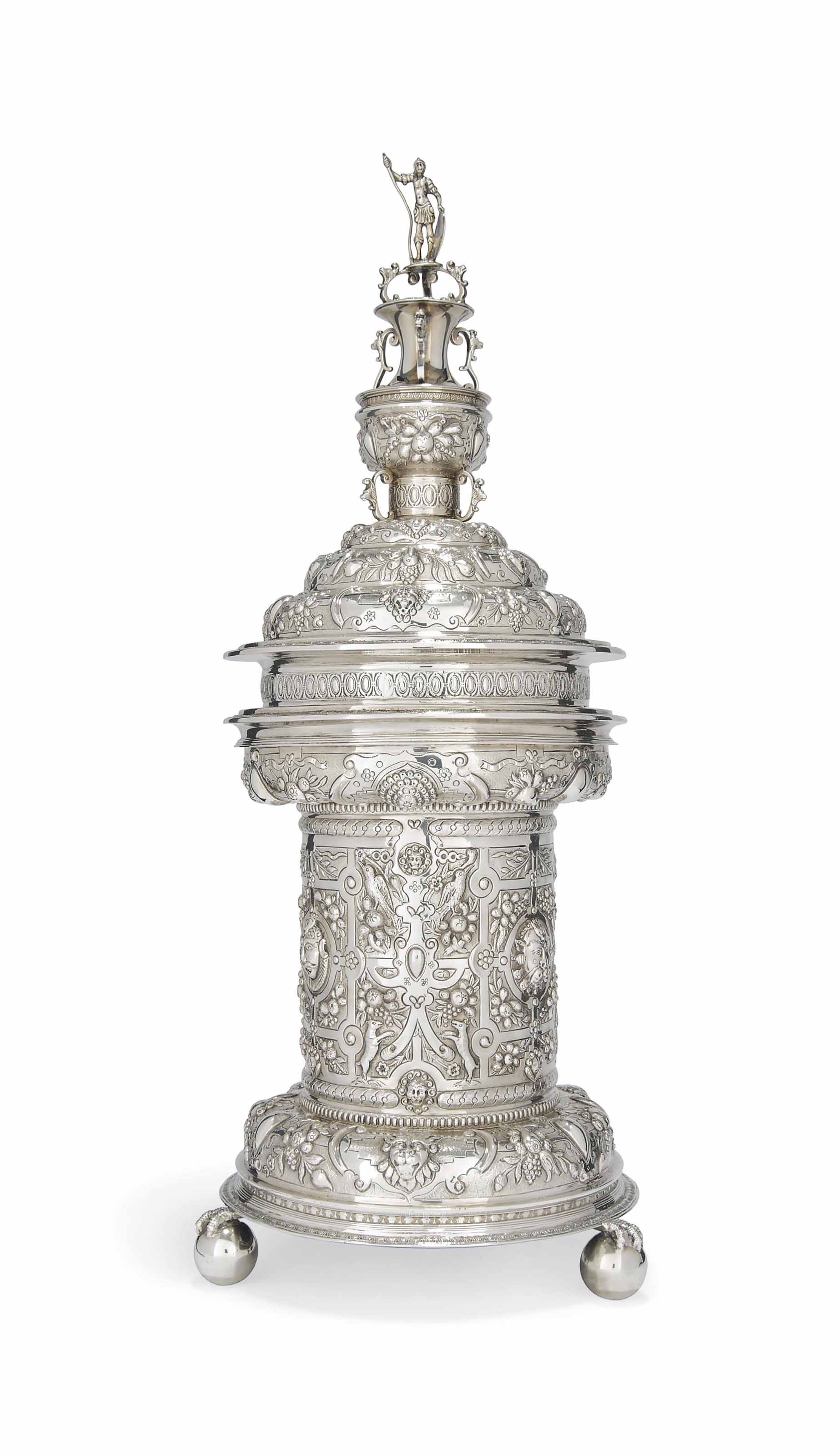 A FINE SILVER REPRODUCTION OF AN ELIZABETHAN STANDING SALT