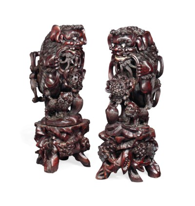 A PAIR OF CHINESE CARVED ROSEW