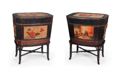 A PAIR OF CHINOISERIE LACQUERE