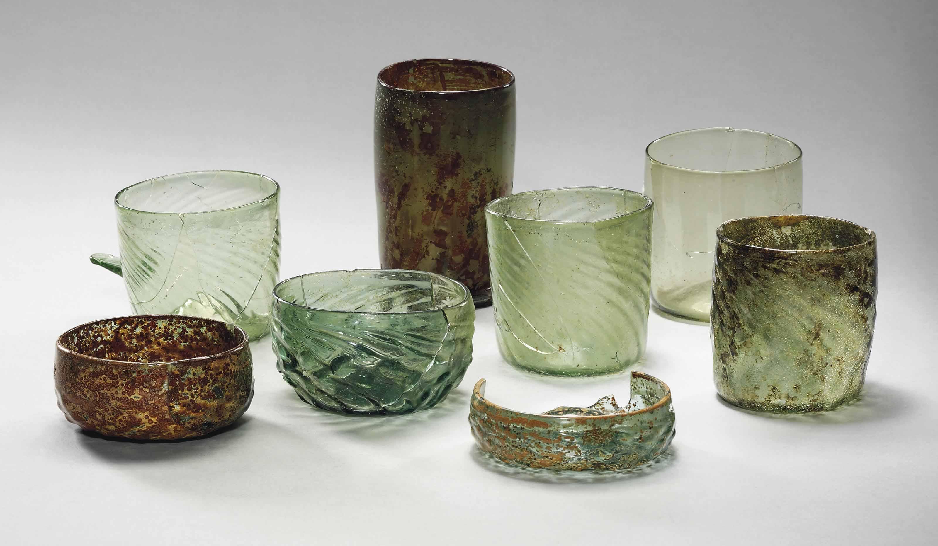 A WALDGLAS SCHEUER AND SEVEN GLASS BEAKERS