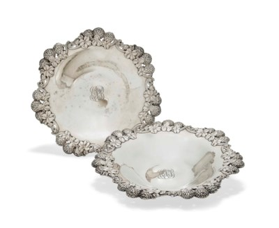 A PAIR OF AMERICAN SILVER DISH