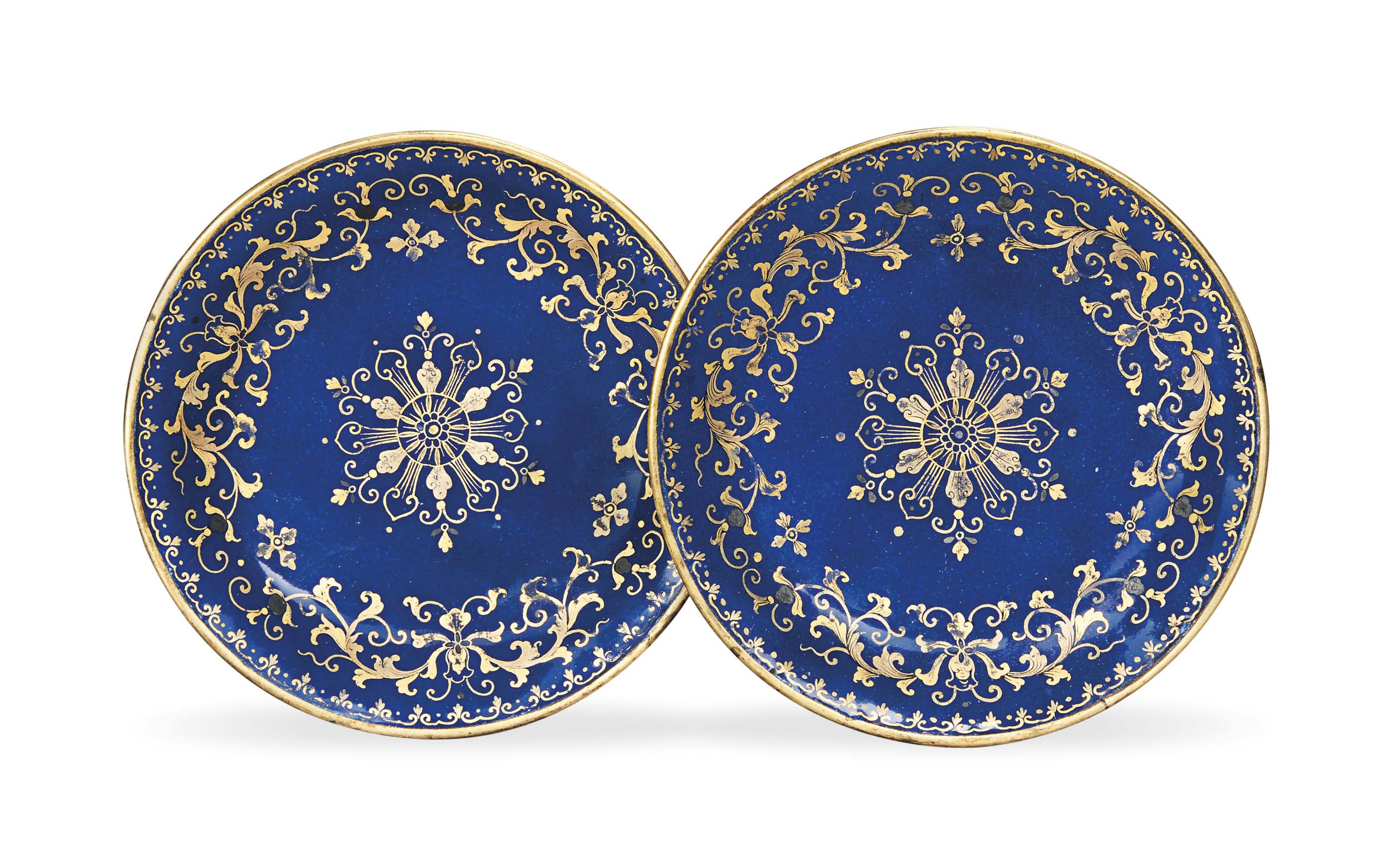 A PAIR OF CHINESE BLUE ENAMEL AND GILT SAUCER DISHES