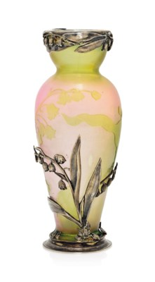 A DAUM CAMEO GLASS VASE WITH S