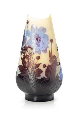 A GALLÉ CAMEO GLASS VASE WITH