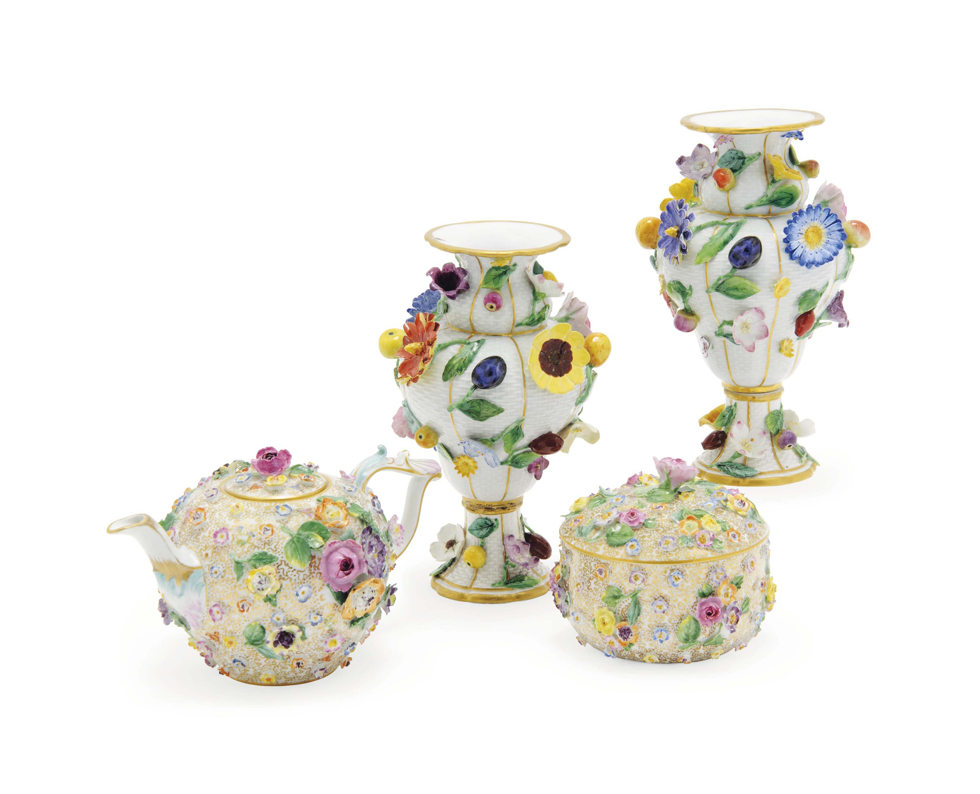 A PAIR OF MEISSEN FRUIT AND FL