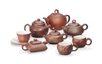 FIVE CHINESE YIXING TEA POTS,