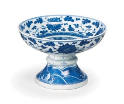 A CHINESE BLUE AND WHITE STEMB
