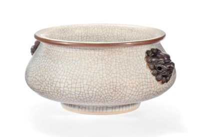 A CHINESE CRACKLE-GLAZED CENSE