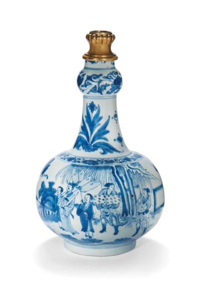 A CHINESE BLUE AND WHITE GARLI